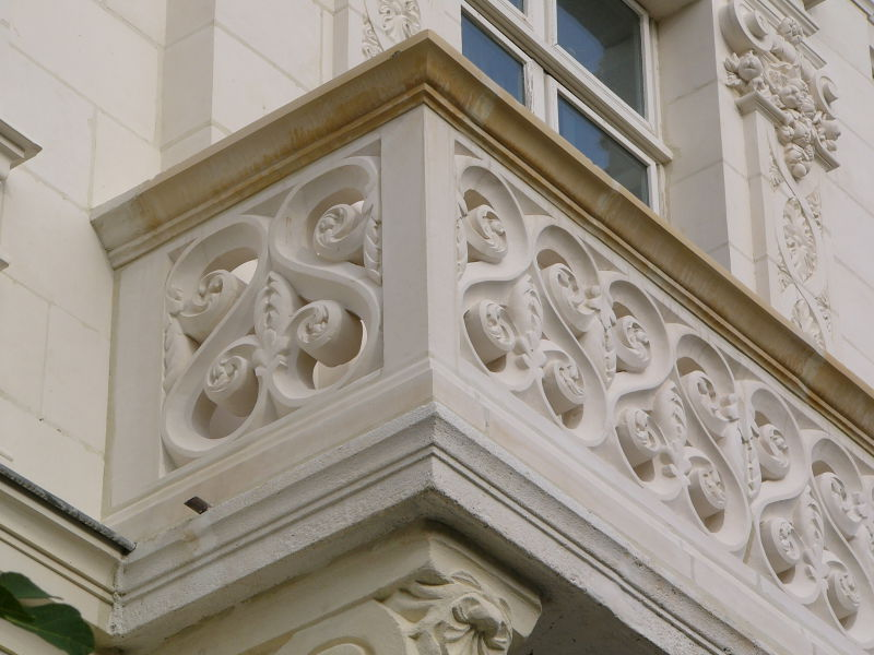 Balcon pierre blanche restauré