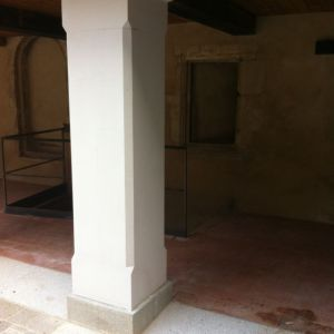 Poteau de pierre après restauration